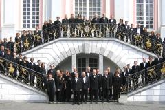 KölnChor steht auf der Treppe des Bonner Rathauses