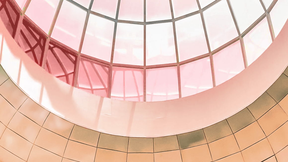 Rosa Glaskuppel eines modernen Gebäudes