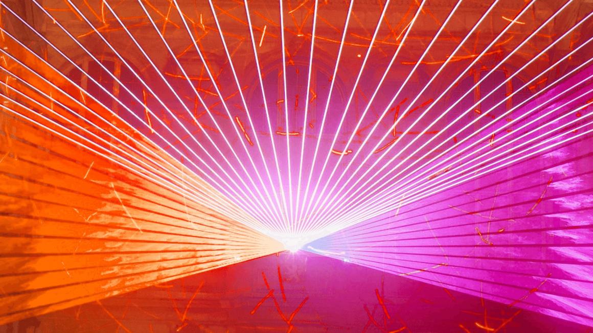 Pinke und orange Scheinwerfer