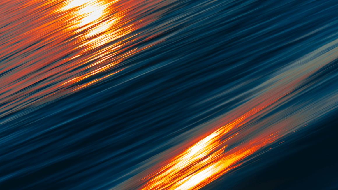 Abstraktes blau-oranges Foto mit Lichtreflexen